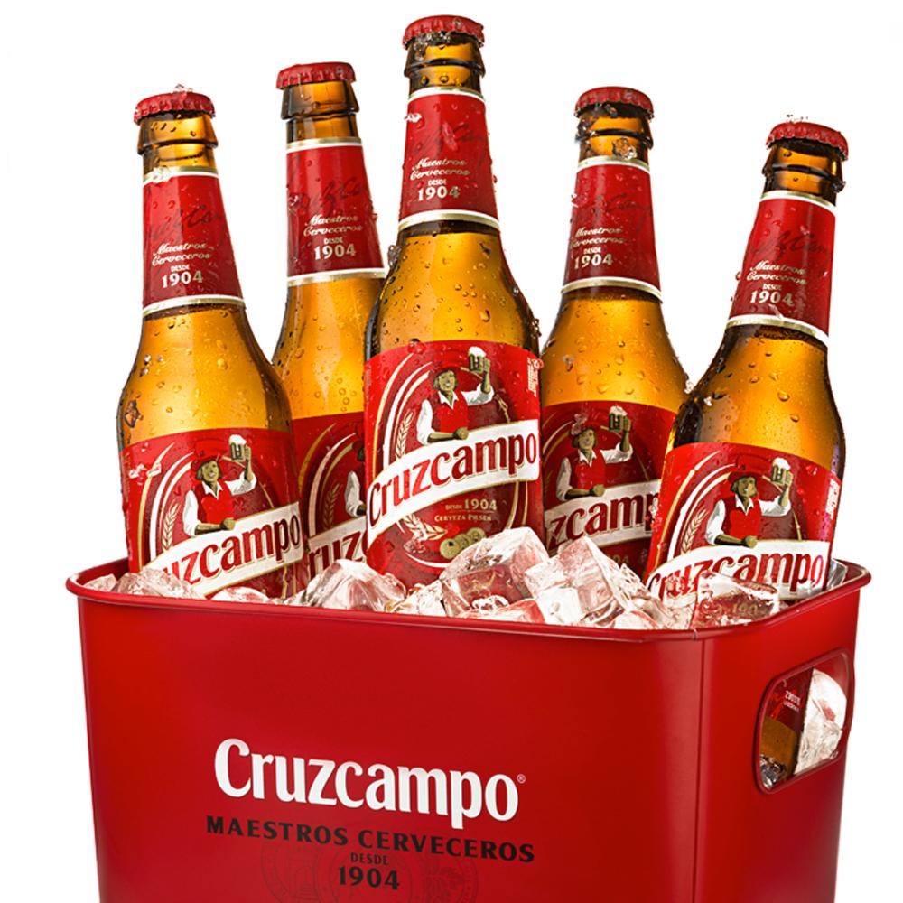 Fotografía publicitaria para ecommerce de caja de botellines  de cerveza Cruzcampo