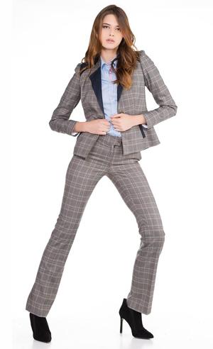 moda-mujer-piel-de-toro-traje-chaqueta