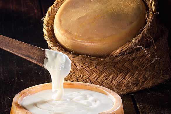 Fotografía de queso para ecommerce. Bodegón para página web de quesos