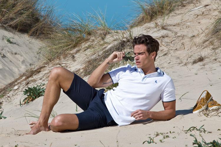 fotografía de moda fotografia-chico-polo playa